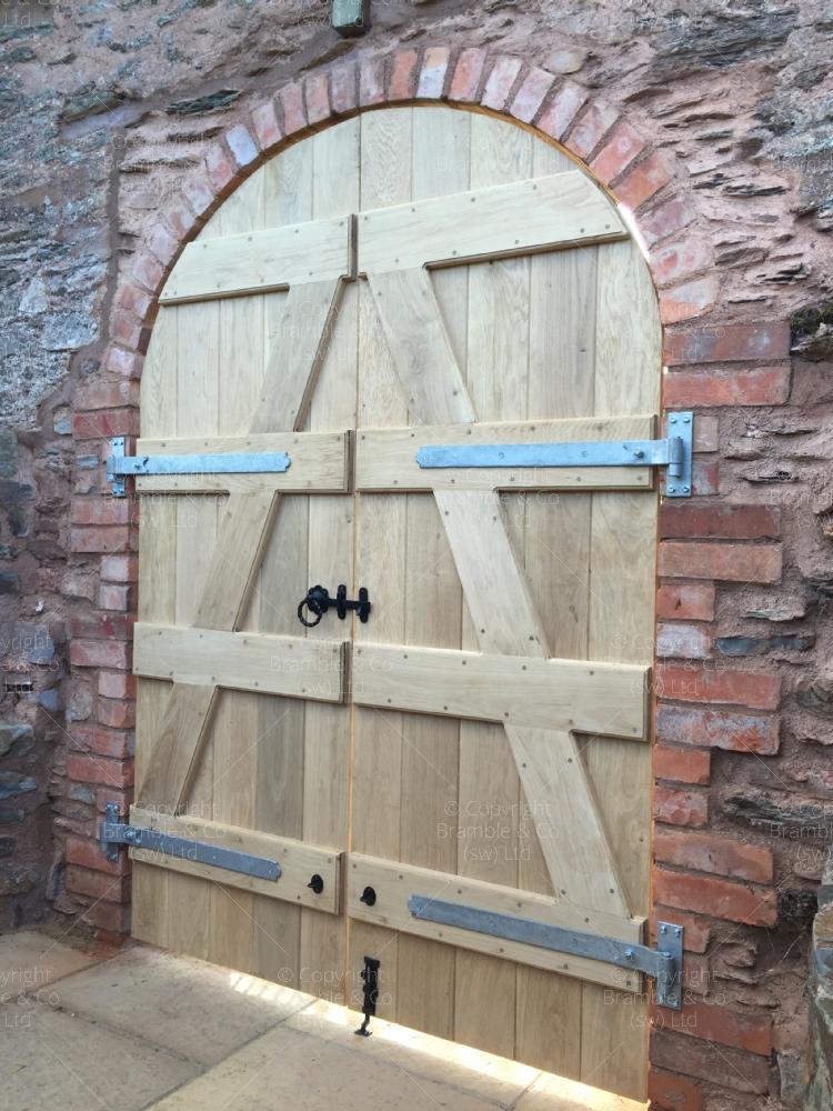 Oak Gates For Archway Taunton Somerset